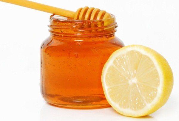 Il limone è in grado di fermare il sanguinamento delle gengive e di placare  il mal di denti. Per questi motivi effettuare gli ... a523688ffc35